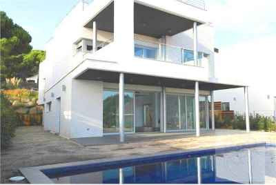Bright three story house with sea views on Maresme Coast
